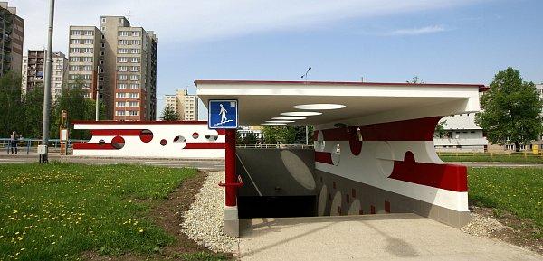 Uchátrajícího komplexu Odra září nový moderní podchod