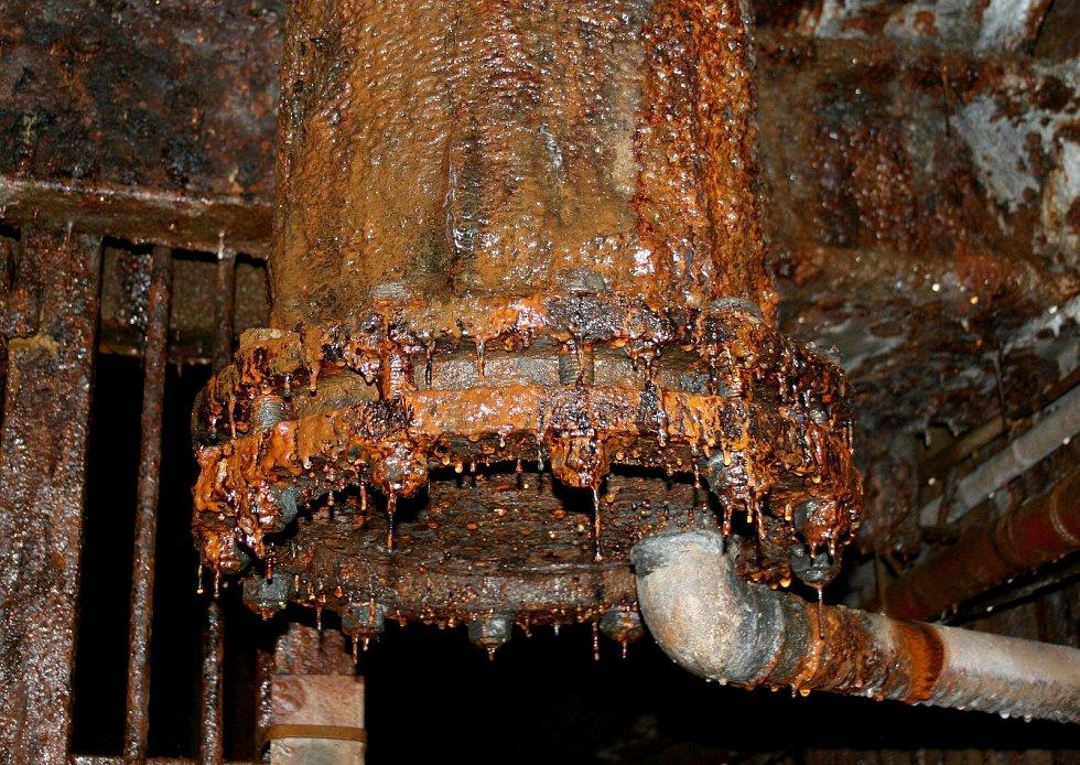 REZ je všudypřítomná, čerpaná důlní voda je totiž silně korozivní.