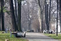Děti zanechaly v parku Jožky Jabůrkové spoušť.