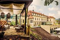Luhačovický Augustiniánský dům. Zadní pohled s pergolou.