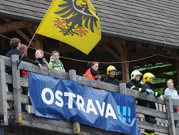 Akce Hrad žije první pomocí proměnila Slezskoostravský hrad v jedno velké záchranářské centrum.