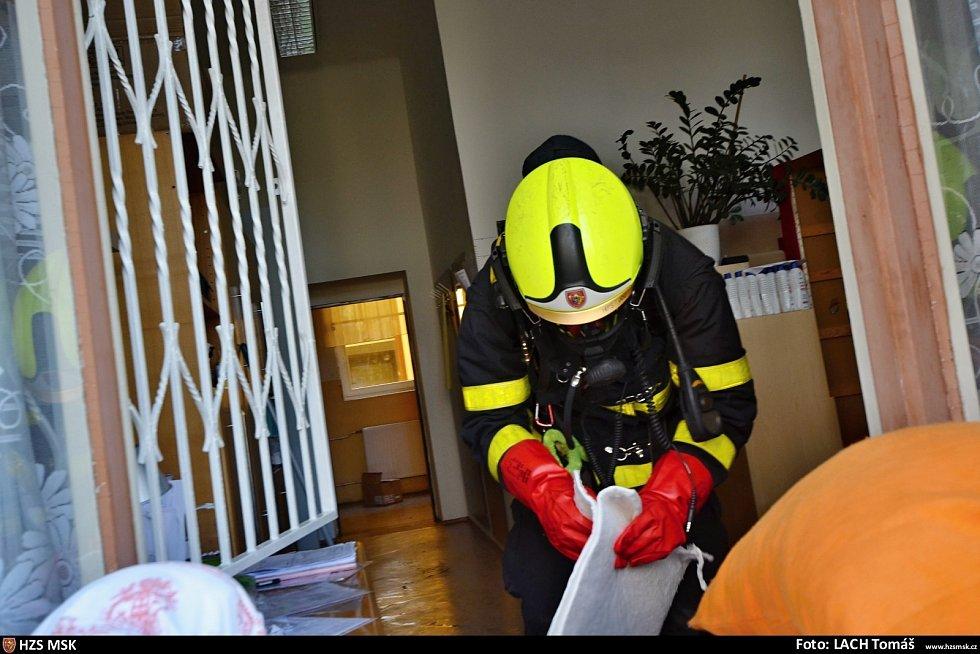 Zásah hasičů v diagnostickém ústavu v Ostravě při úniku desinfekce.