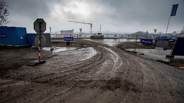 Takto vypadala situace na estakádě kolem zbouraného stadionu Bazaly v Ostravě v den svátku sv. Valentýna, 14. února 2019.