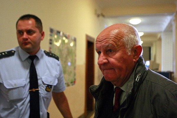 Ve čtvrtek 10.září před senátem Krajského soudu vOstravě znovu stanul Petr Kramný (37let) zKarviné. Na snímku svědek Richard Bukovanský.