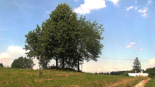 V porubském městském obvodu v části zvané Za humny je vyvýšenina se třemi stromy. Právě tady stával známý větrný mlýn. Na zemi stále leží kamenná kola