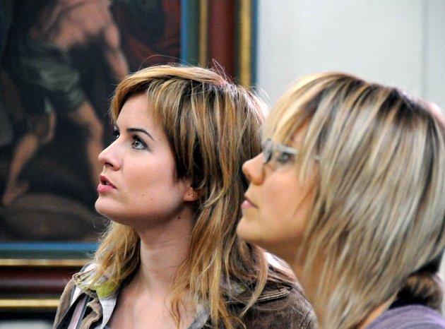 Zuzana Norisová (vlevo) a Lucie Vondráčková v jednom z příběhů Strážce duší