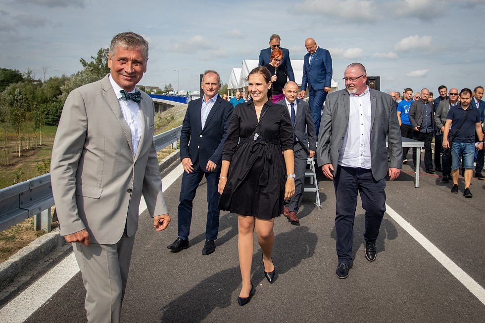 Slavnostní otevření prodloužené Mostní, 22. srpna 2019 v Ostravě-Hrabové. Na snímku (vlevo) hejtman Moravskoslezského kraje Ivo Vondrák.