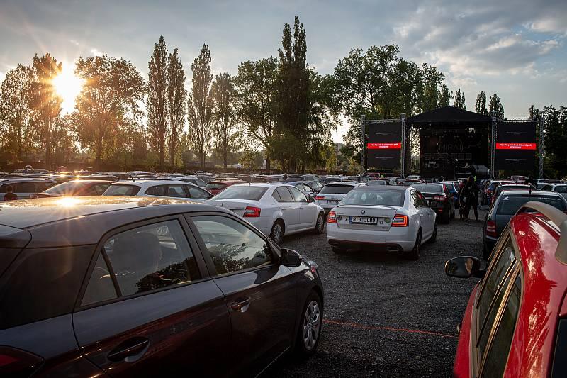 Kapela Mirai uspořádala první největší živý autokoncert v České Republice který se uskutečnil v Dolní Oblasti Vítkovic, 15. května 2020 v Ostravě. Organizátoři uvedli že celková kapacita 500 aut byla vyprodána.