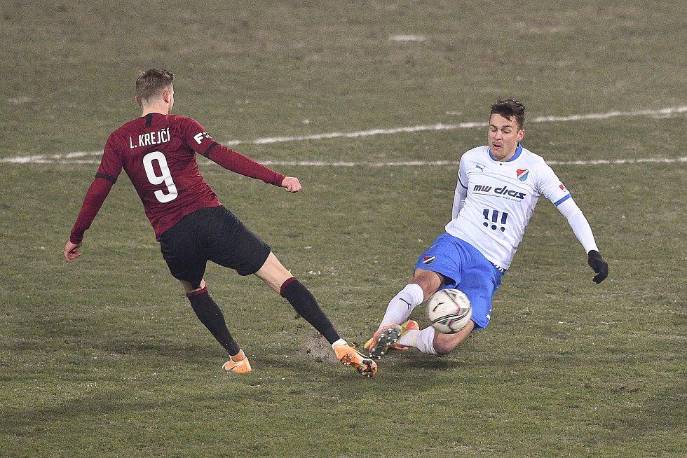 Utkání 15. kola první fotbalové ligy: FC Baník Ostrava - AC Sparta Praha, 17. ledna 2021 v Ostravě. (zleva) Ladislav Krejčí ze Sparty a Jakub Pokorný z Ostravy.