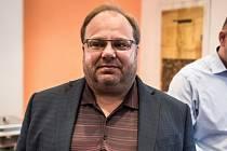 Hejtman Novák ve volebním štábu ČSSD.