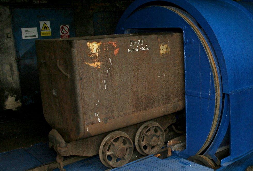"""Rázovitý """"ostravský"""" dárek, důlní vozík přímo ze šachty! Ilustrační foto."""