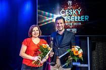 Cenu Český bestseller v Ostravě získala Alena Mornštajnová.