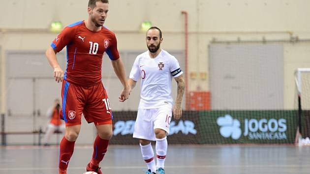 Český futsalista Michal Seidler v utkání proti Portugalsku z října 2019.