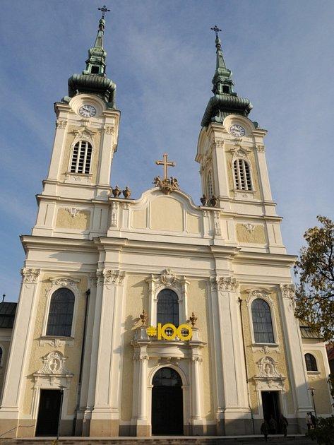 Stoleté narozeniny kostela v Ostravě-Mariánských Horách si připomněli věřící na mši, kterou sloužil biskup František Václav Lobkowicz.
