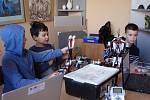 """Kroužky """"tvůrčí kybernetiky"""" pořádá VŠB-TUO pro školáky v Užhorodu od roku 2017."""