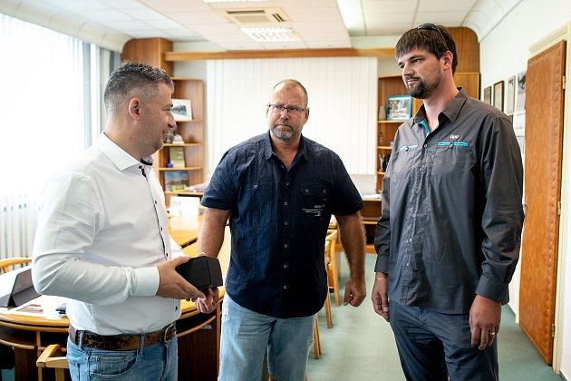 Ocenění řidiče DPO Martin Svrcina (vpravo), za záchranu autobusů na Hranečníku, 28.června 2019vOstravě.