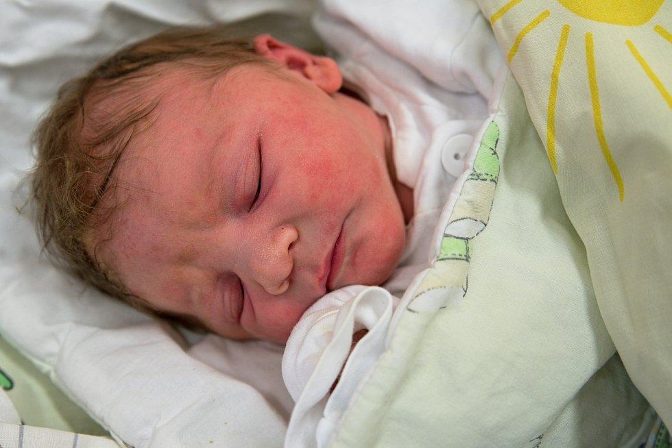 Valentina Konvičková z Karviné, narozena 21. dubna 2021 v Karviné, míra 50 cm, váha 3300 g. Foto: Marek Běhan