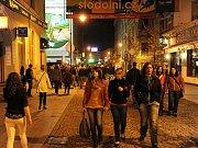 Patnáct nočních podniků a barů v Ostravě ve vyhlášené Stodolní ulici kontrolovali profesionální hasiči v noci z pátku na sobotu 14.5.2011.