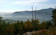 Pohled POHLED na Lysou horu od Smrku, ostré tvary hřbetů naznačují pestrou geomorfologii.