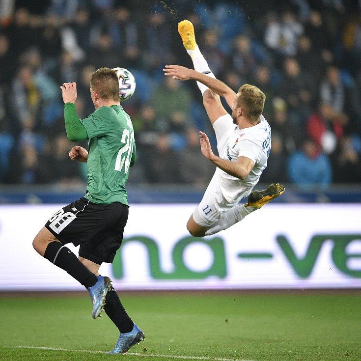 Utkání 22. kola první fotbalové ligy: Baník Ostrava - FK Jablonec, 24. února 2020 v Ostravě. Zleva Libor Holík z Jablonce a Nemanja Kuzmanovič z Ostravy.