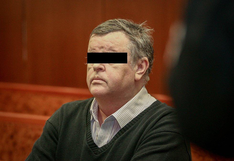 Bývalý exekutor Čeněk B. (na snímku z prvního hlavního líčení) byl ve středu znovu odsouzen  k šesti rokům vězení.