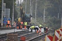 Práce v Hlučínské ulici začaly 1. září a jsou v plném proudu.