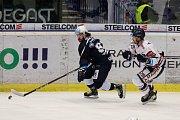 Utkání 30. kola hokejové extraligy: HC Vítkovice Ridera - HC Škoda Plzeň, 28. prosince 2018 v Ostravě. Na snímku (zleva) Lukáš Kaňák, Ondřej Roman.