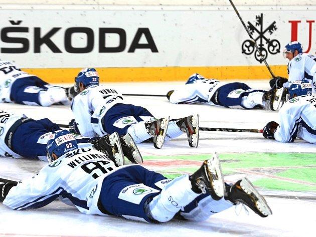 Vítězné rybičky hokejistů HC VÍTKOVICE STEEL po výhře nad Fribourgem a v základní skupině Spengler Cupu 2012