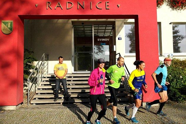 Společný start běhu napříč obvody Ostravy odstartoval v8 hodin uradnice vPorubě.