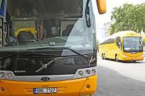 Žluté autobusy společnosti Student Agency.