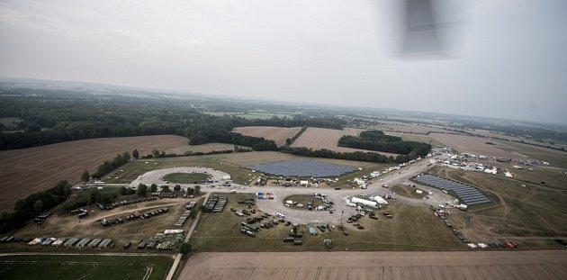 Dny NATO 2015na ostravském letišti vMošnově. Letecké záběry zpaluby vrtulníku AW 139m zajištěného firmou AgustaWestland.