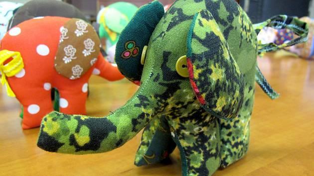 Hračky pomáhají v navázání kontaktu.