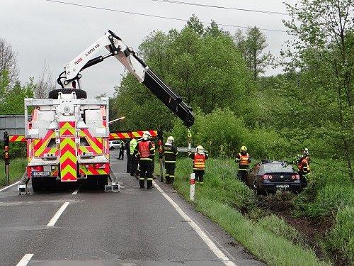 Zásah hasičů u nehody v Ostravě-Svinově.