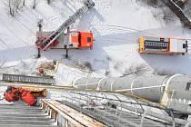 Ostravský tým hasičů-lezců trénoval záchranu osob i během silných mrazů.