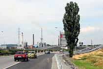 Řidiči si mohou vyzkoušet jízdu aspoň po části mimoúrovňové křižovatky (MÚK) na ulici Mariánskohorské, která se v budoucnu stane vyústěním takzvaného Severního spoje