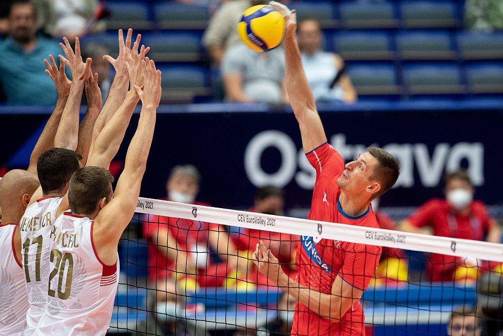 Čeští volejbalisté podruhé na mistrovství Evropy v Ostravě zvítězili. Po Slovinsku (3:1) porazili v úterý Černou Horu (3:0).