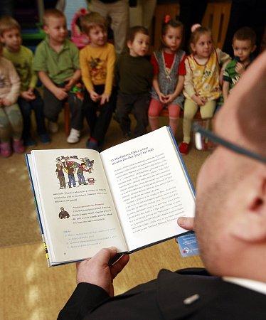 Moravskoslezská policie vydala knihu Policejní pohádky, okterou je velký zájem. Již nyní se jedná odotisku.