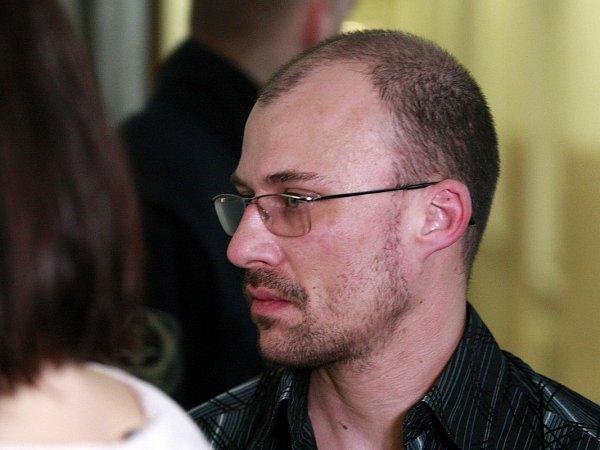 Boj oholý život musel svést čtyřiatřicetiletý taxikář Pavel Pilár, na kterého zákeřně během jízdy zaútočil zákazník.
