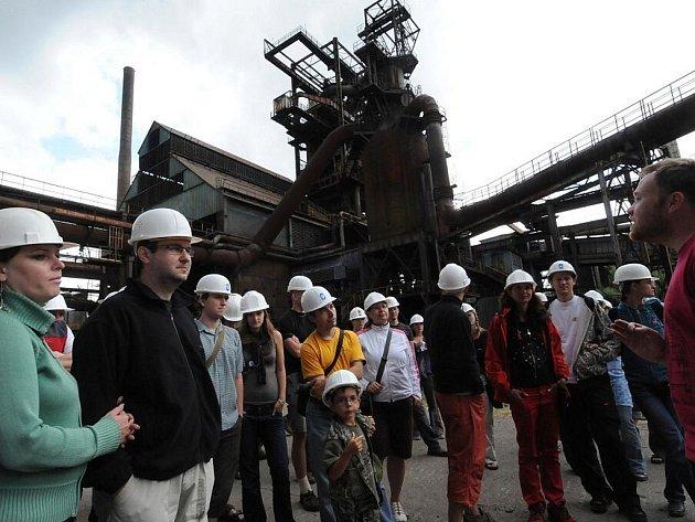 Přes dvě stovky návštěvníků Colours of Ostrava ve třech speciálních exkurzích měli možnost poznat blíže jednu z dominant města – Dolní oblast Vítkovic. Fascinující industriální památku lidé přezdívají Ostravské Hradčany.