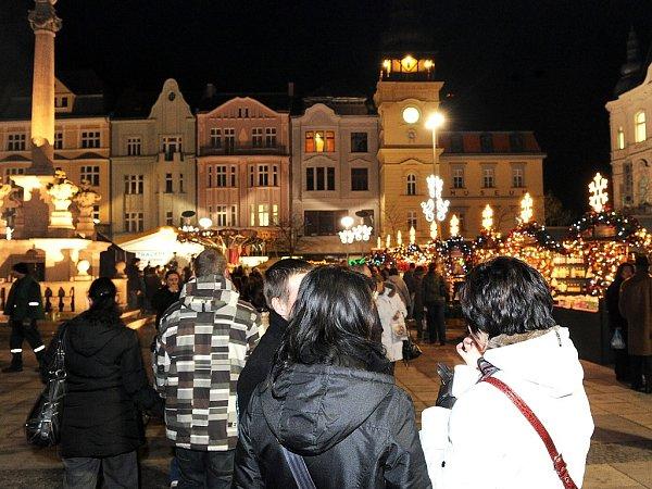 Ilustrační foto. Snímek zloňského zpívání koled na Masarykově náměstí vOstravě.
