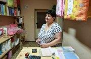 Provozovna firmy Peřík, která sídlí v nenápadném domku v Ostravě-Muglinově, nabízí praní a čištění peří i šití péřových ložních výrobků.