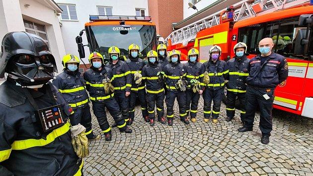 Ostravští hasiči vrouškách.