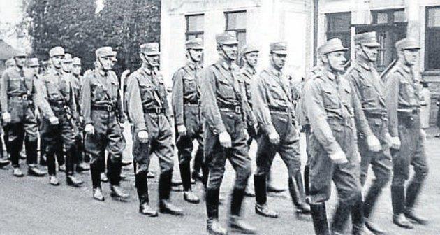 Když vříjnu 1938obsadilo Německo iobce vokolí Ostravy, zastrašovali henleinovci svými pochody české obyvatelstvo.