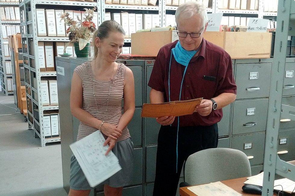 Archiv horníků a dalších pracovníků ostravských šachet je na někdejším Dole Jeremenko ve Vítkovicích, objevilo se v něm i jméno Jaroslava Cimrmana, který fáral na Dole Hlubina, nyní jsou osobní karty zadávány do počítačového systému k lepší evidenci a nac