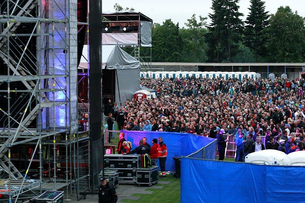 Populární rocková skupina Kabát zavítala v rámci Open Air Turné 2015 také  do Ostravy. 30183c77216