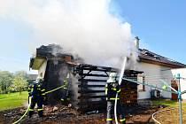 Páteční požár rodinného domu v Nové Bělé.