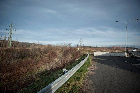 Dálniční přivaděč nedaleko Černého potoka v Ostravě-Přívoze.