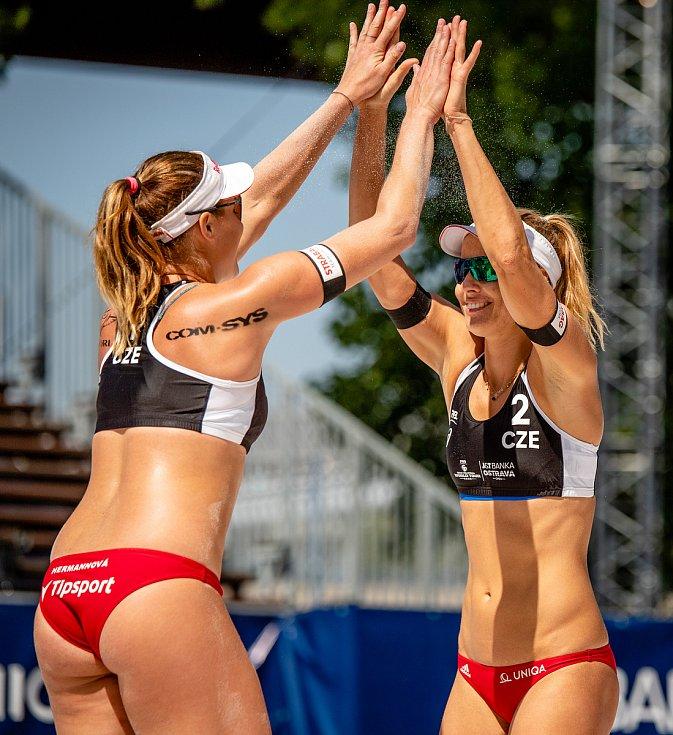 J&T Banka Ostrava Beach Open, 3. června 2021 v Ostravě. Barbora Hermannová (CZE) a Markéta Nausch Sluková (CZE).