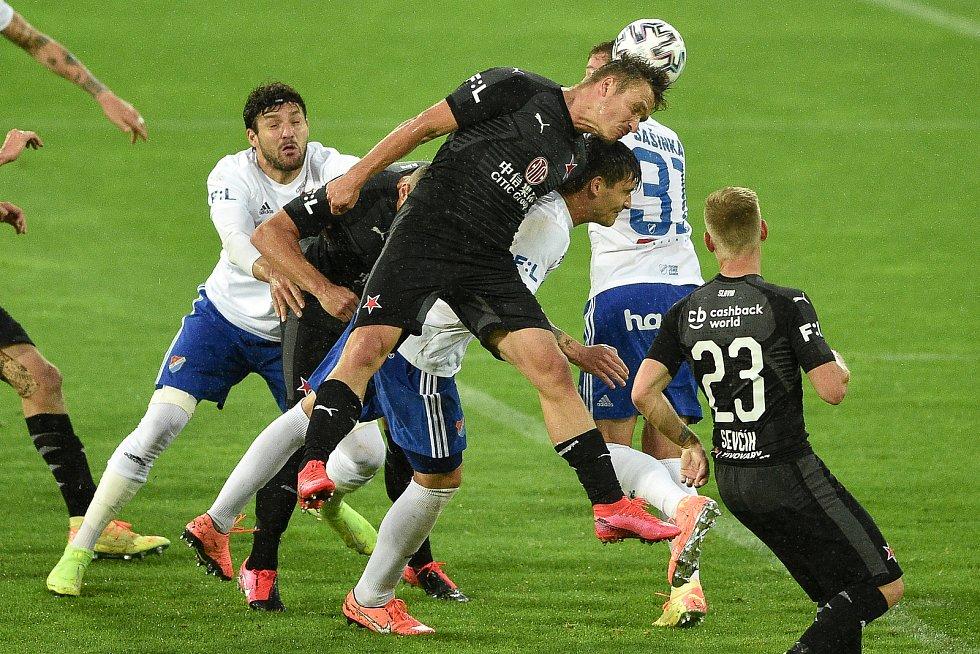 Utkání 1. kola nadstavby první fotbalové ligy, skupina o titul: Baník Ostrava - SK Slavia Praha, 20. června 2020 v Ostravě. Střed Stanislav Tecl ze Slavie.