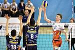Zápas CEV Volleyball Cup 2020, VK Ostrava - Leo Shoes Modena, 12. února 2020 v Ostravě. Zleva Daniele Mazzone z Modeny, Giulio Pinali z Modeny a Radek Šoltys z Ostravy.